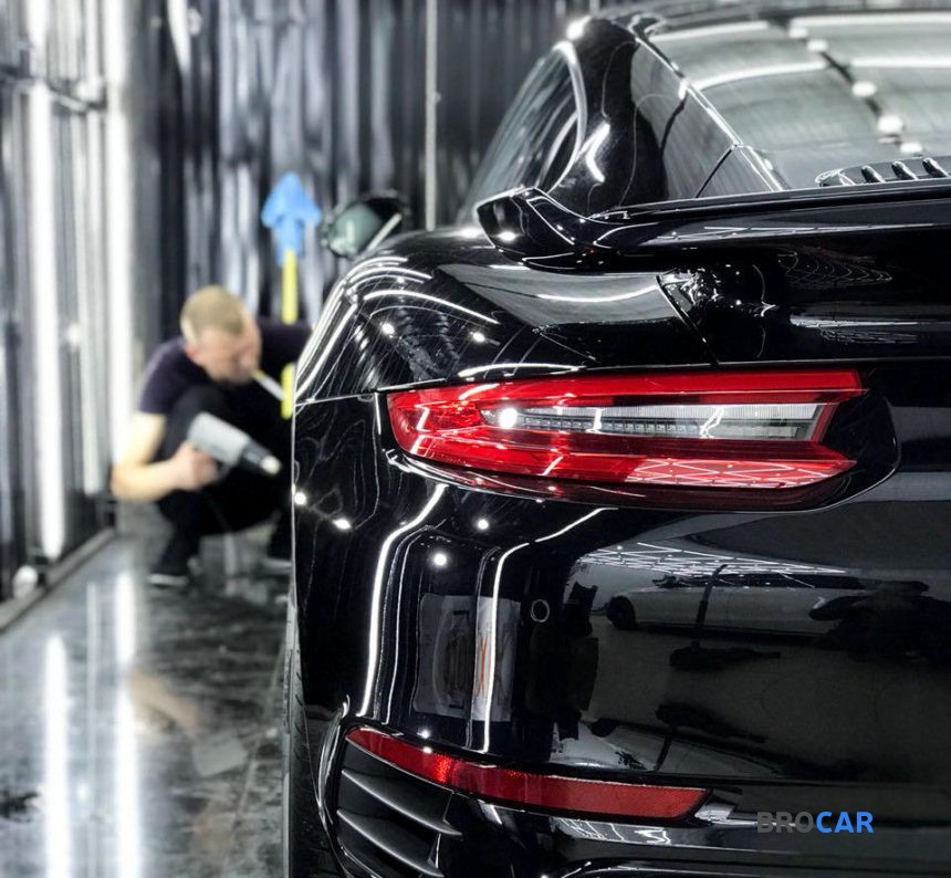 Porsche - 911,2018